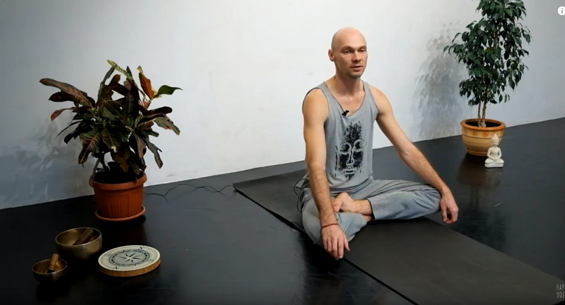 Йога дома. Упражнения в положении сидя с учетом КПП